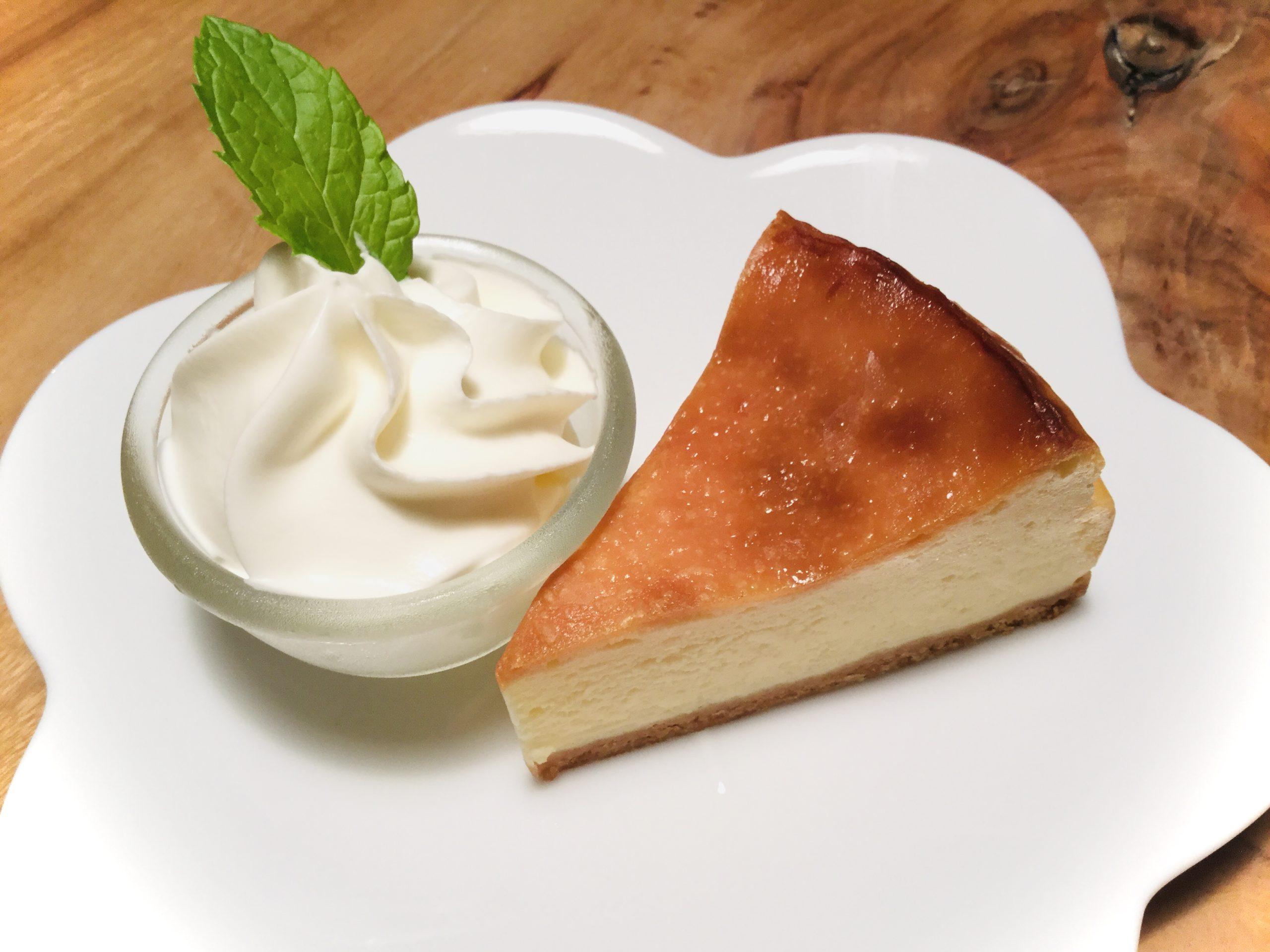 <p>こんにちは〜! 明日10/11(月)はケーキの日です🍰550円のドリンクと自家製ケーキがセットで800円のお得な日。 今回のオススメは「中尾さんのチーズケーキ」です♪ 四葉チーズを贅沢に使い、サワークリームの酸味で濃厚なのにあっさりとした口当たりの、kaicocafe自慢のケーキです❤️ ハンドドリップコーヒとの相性も抜群!ぜひ一緒にご賞味ください&#x […]</p>